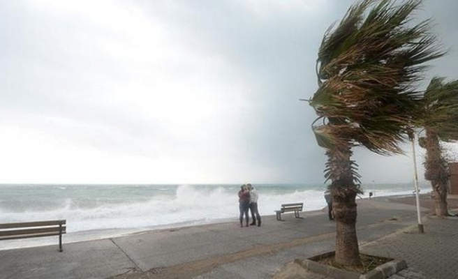 Akdeniz'de şiddetli fırtına uyarısı