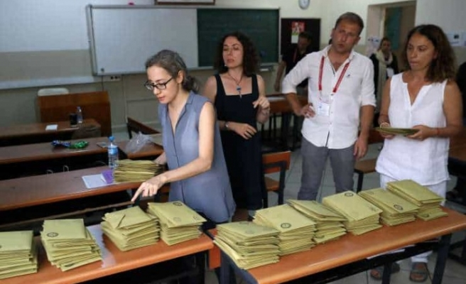 Amaç geçersiz oyları engellemek: Yerel seçimlerde tek zarf kullanılacak