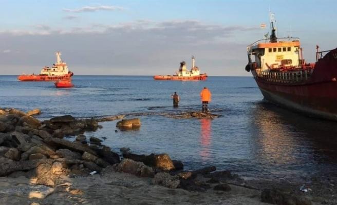 Gazimağusa'da Karaya Oturan Gemi Kurtarıldı