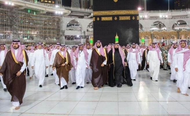 Suudi Prens Kabe'nin Çatısına Çıktı
