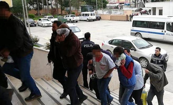 14 yaşındaki kız çocuğuna istismardan 13 kişi tutuklandı