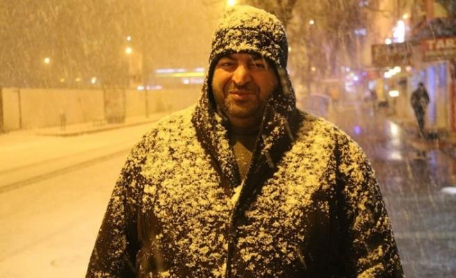 Kars'ta baharda kar yağışı etkisini sürdürüyor