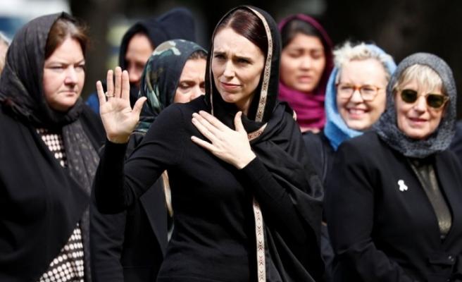 Yeni Zelanda başbakanından hadisli mesaj (Katliam kurbanları anılıyor)