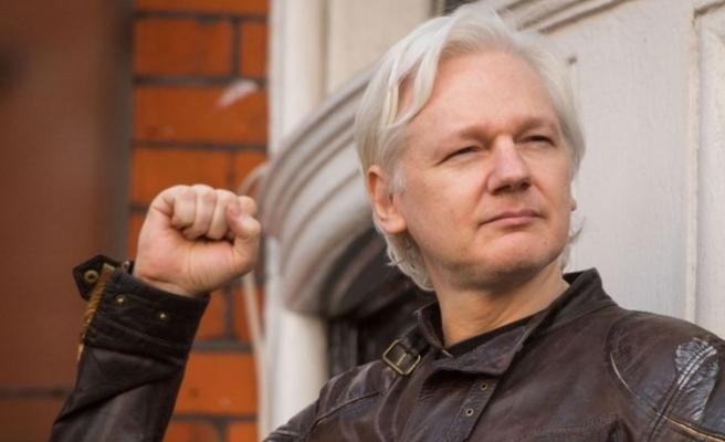 İngiliz polisi Assange'ı gözaltına aldı