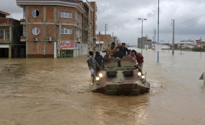 İran'da sel felaketiİran Dışişleri Bakanı Zarif: ABD yaptırımları sel felaketine müdahale etmeyi engelliyor