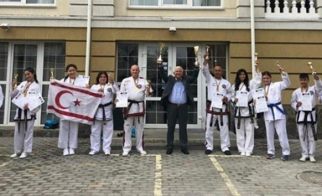 KKTC Taekwondo Milli Takımı uluslararası müsabakada şampiyon oldu