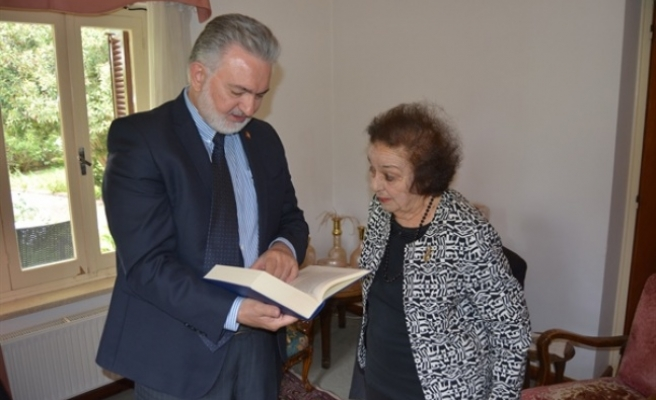 Vakıflar İdaresi'nden Bir Heyet Mehmet Zeka'nın Kızını Ziyaret Etti