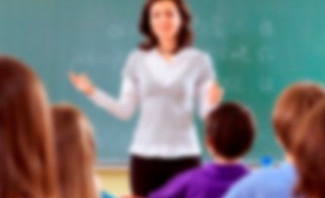 """""""Küçük fahişeler"""" diyen müdür öğretmen oldu"""