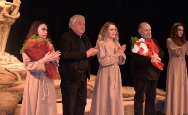 LTB Tiyatrosu'nun sahnelediği Hüzün Ana ve Çocukları Oyunu son temsilini yapıyor