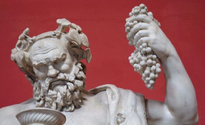Şarap, dans ve doğurganlık tanrısı Dionysus 2000 yıl sonra bulundu: Başı mükemmel durumda