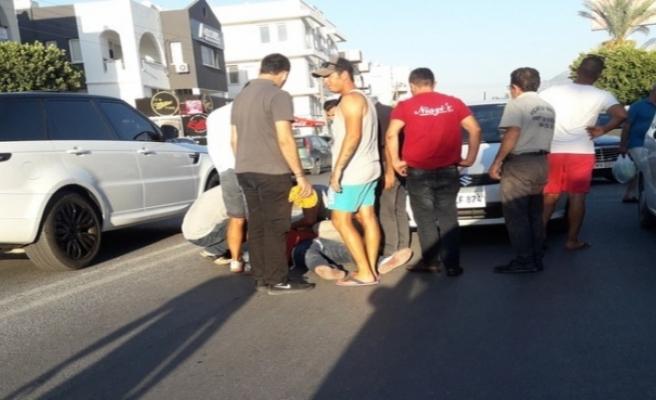 Girne'de araç yayaya çarptı