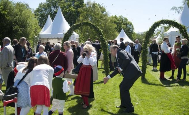 İsveç'te 'En Uzun Gün Bayramı' coşku ile kutlandı