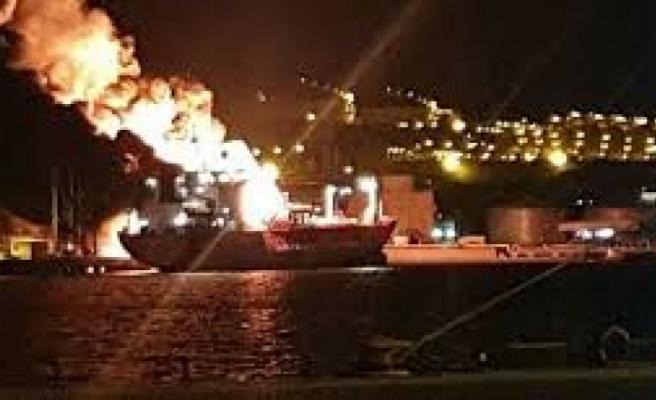 İzmir'de bir gemide meydana gelen patlama sonrası yangın çıktı! 1 ölü, 15 yaralı