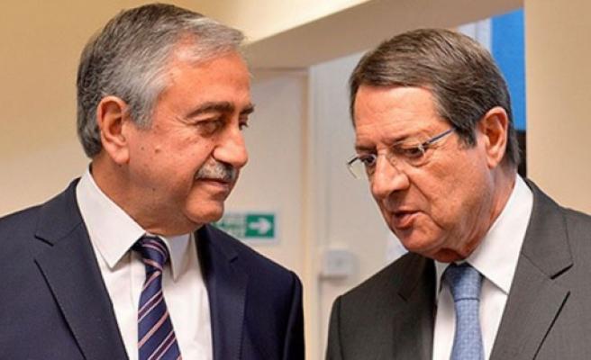 Cumhurbaşkanı Akıncı ile Rum Lider Anastasiadis resepsiyona katıldı