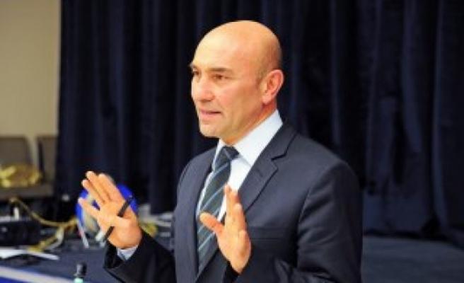 Tunç Soyer: Kıbrıs'ı Kıbrıslılara bırakalım, Türkiye adaya müdahale ediyor