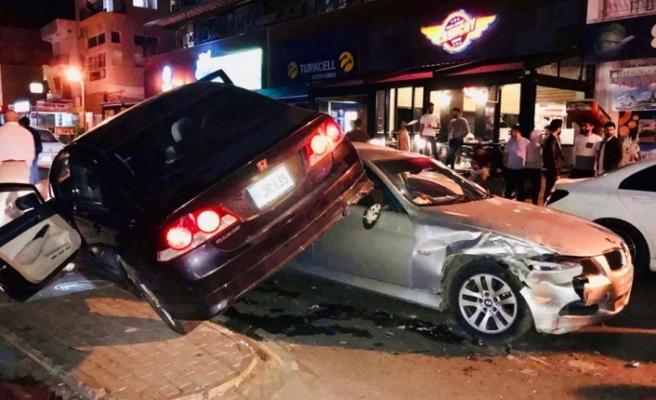 Gazimağusa'da Akılalmaz Kaza! Kaza Yaptığı Aracın Üstünde Durdu