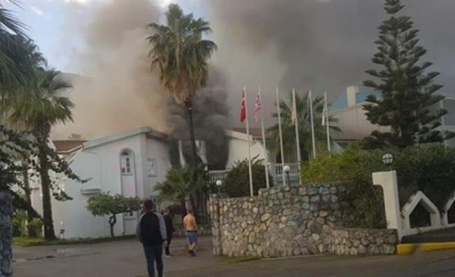 Lapta LA Hotel'de yangın çıktı: Ekipler müdahale ediyor