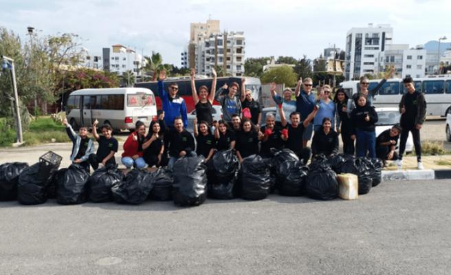 Lefkoşa İyilik Gönüllüleri'nden Girne'deki temizlik kampanyasına destek