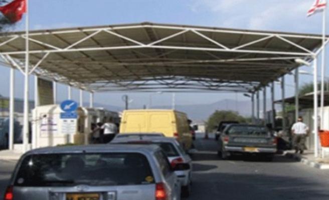 KKTC - Güney Kıbrıs sınır kapıları geçici olarak kapatıldı