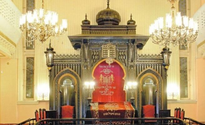 İstanbul'da 3'ü dışında sinagoglar ibadete kapandı