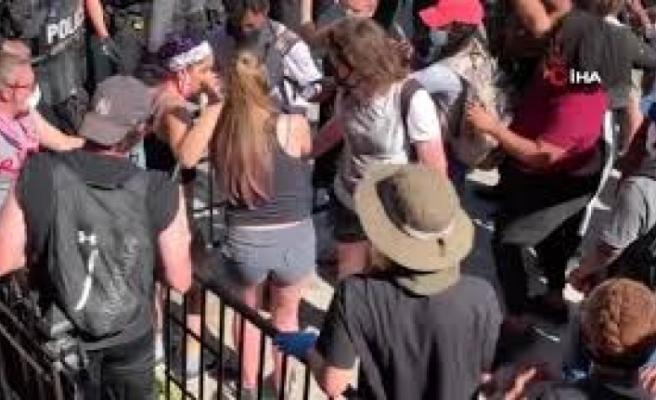 Floyd protestolarının sürdüğü ABD'de siyah öğrencilere 'aşırı güç' kullanan polisler kovuldu