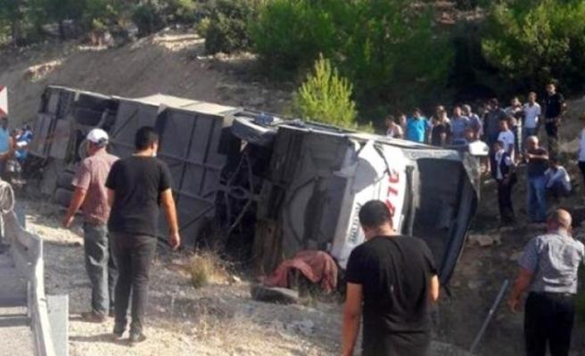 Son dakika... Mersin'de askerleri taşıyan otobüs devrildi! 5 asker şehit, 10 yaralı