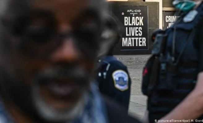 ABD'de polis bir siyah Amerikalıyı arkasından vurdu