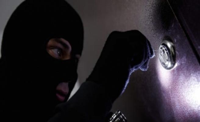 Girne'de işyerinde hırsızlık: 30 bin 625 Dolar değerinde 33 telefon çalındı