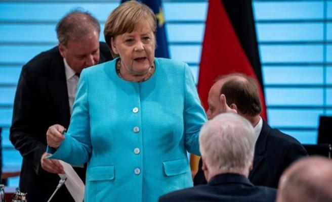 """Merkel: """"AB, Doğu Akdeniz konusunda Yunanistan'ı desteklemekle yükümlü"""""""
