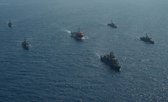 Oruç Reis sismik araştırma gemisine Türk Deniz Kuvvetleri refakat ediyor