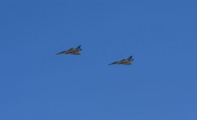 Yunan ve Fransız uçakları Güney'e indi