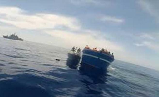 Yunanistan'ın Herke Adası açıklarında düzensiz göçmenleri taşıyan bot battı