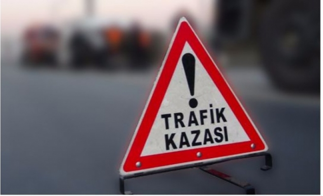 GÖNYELİ'DE MOTOSİKLET YAYALARA ÇARPTI... 3 YARALI VAR
