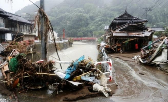 Japonya'yı Haişen tayfunu vurdu: 2 ölü, 100'den fazla yaralı