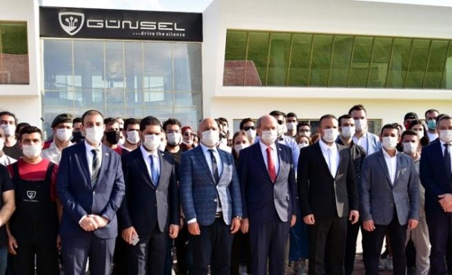 """Cumhurbaşkanı Tatar KKTC'nin yerli otomobili """"Günsel B9"""" ile test sürüşü gerçekleştirdi"""