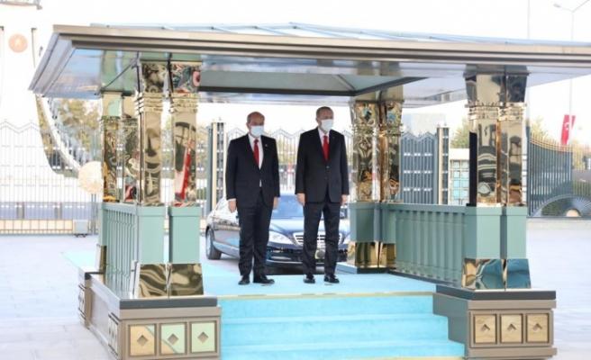 Cumhurbaşkanı Tatar Türkiye Cumhurbaşkanlığı Külliyesi'nde Resmi Törenle Karşılandı
