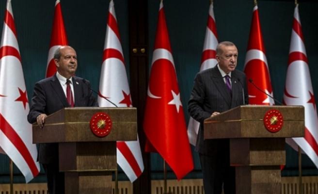 Erdoğan: Ersin Tatar güçlü liderlikle seçim yarışından galip çıkmaya muvaffak oldu