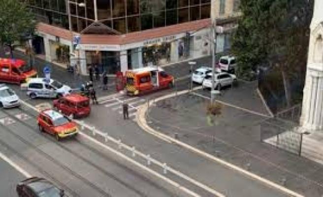 Fransa'da kilise yakınında bıçaklı saldırı: Ölü ve yaralılar var