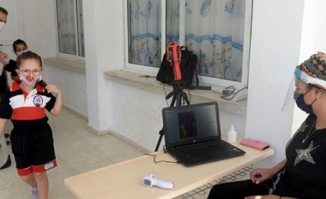 Gönyeli Belediyesi 2 okula 'temassız ateş ölçer termal kamera' desteği sağladı