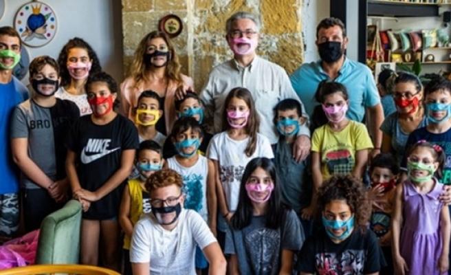 Kıbrıs İşitme Konuşma Engelliler Vakfı 20 tablet bağışladı
