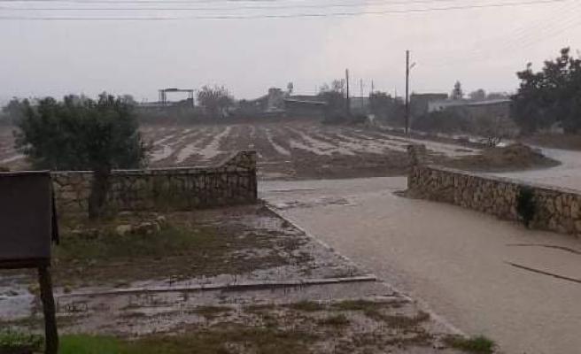 Bazı yollar yağış nedeniyle kapandı!