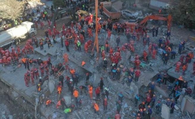 İzmir'de can kaybı 105'e yükseldi