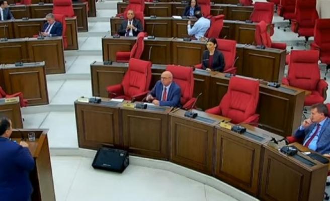 Mecliste, dünkü tören, etkinlik ve açıkılamalar ile hükümet kurma çalışamaları da konuşuldu