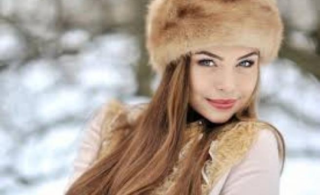 Rusya'da tıbbi maske kullanımı göz makyajı ürünlerinin satışlarını artırdı