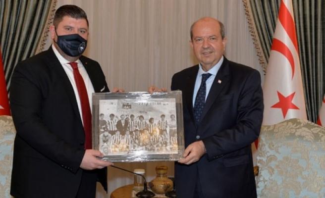 Cumhurbaşkanı Tatar, eski başkanı olduğu YAK heyetini kabul etti