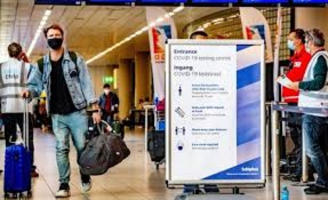 Ercan'dan Türkiye üzerinden İngiltere'ye gideceklere PCR şartı kalktı