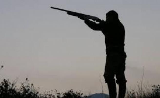15 yaşındaki çocuğa av tüfeği verdi!
