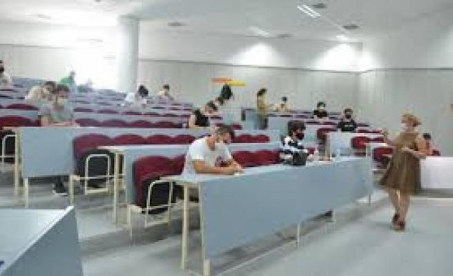 AS, A-Level ve GSCE sınavlarının uluslararası kanadı 'şimdilik' devam edecek