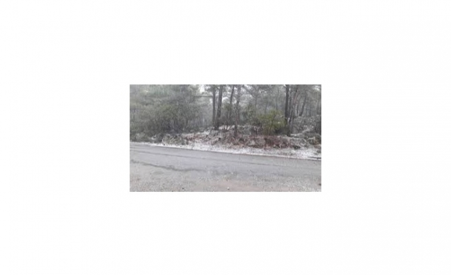 Dağlık kesimlere karla karışık yağmur ve kar yağdı