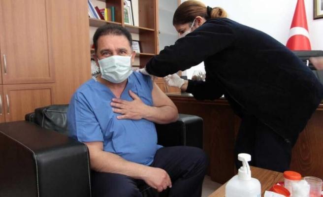 Ersan Saner, ikinci doz aşıyı oldu